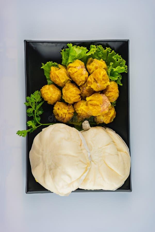 Dim Sum - gnocchi cotti a vapore e panini cinesi cotti a vapore della carne di maiale fotografia stock