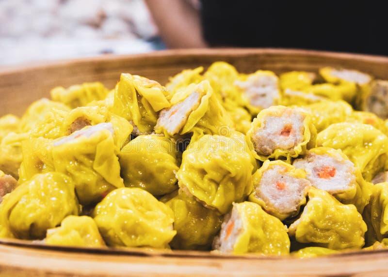 Dim Sum quente de cozinhar, do camarão cozinhado chinês ou da bolinha de massa da carne de porco fotos de stock royalty free