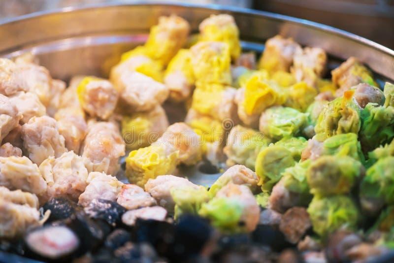 Dim Sum Steamers Op de Chinese markt voor straatvoedsel sluiten stock fotografie