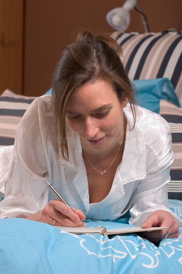 Dimanche écriture paresseuse d'après-midi en son agenda image libre de droits