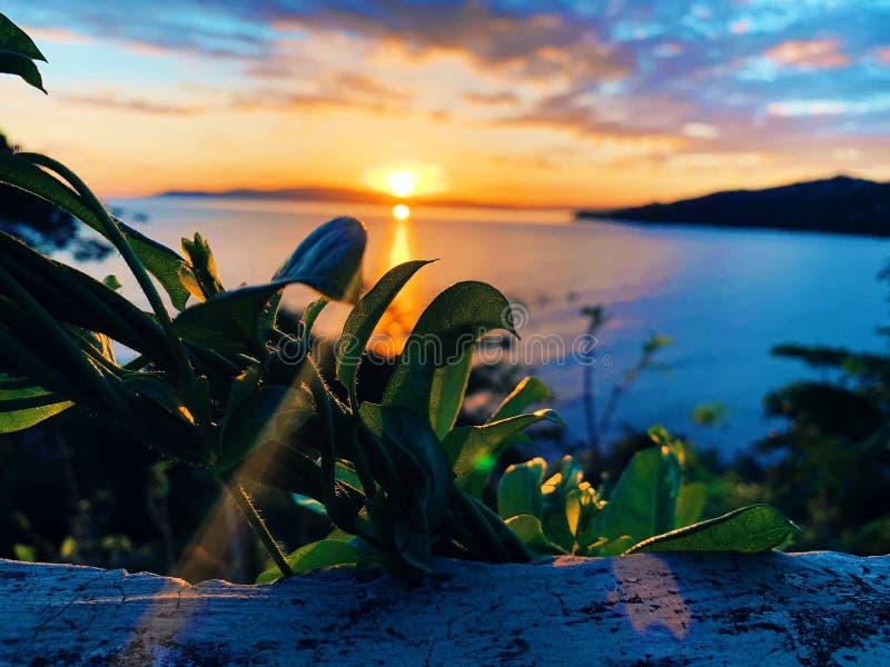 Dimanche soir coucher du soleil stupéfiant photographie stock