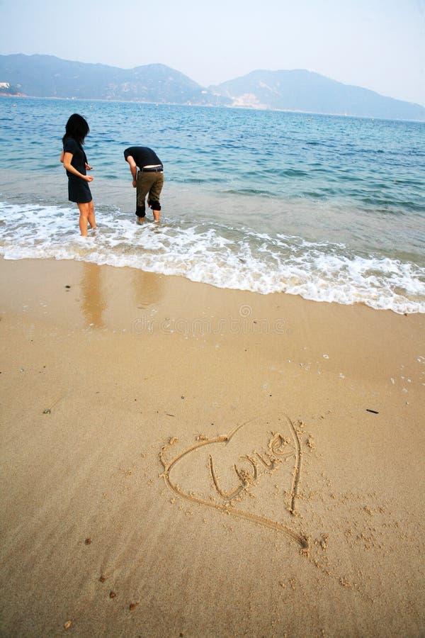 Dimensión de una variable del corazón en la playa fotografía de archivo