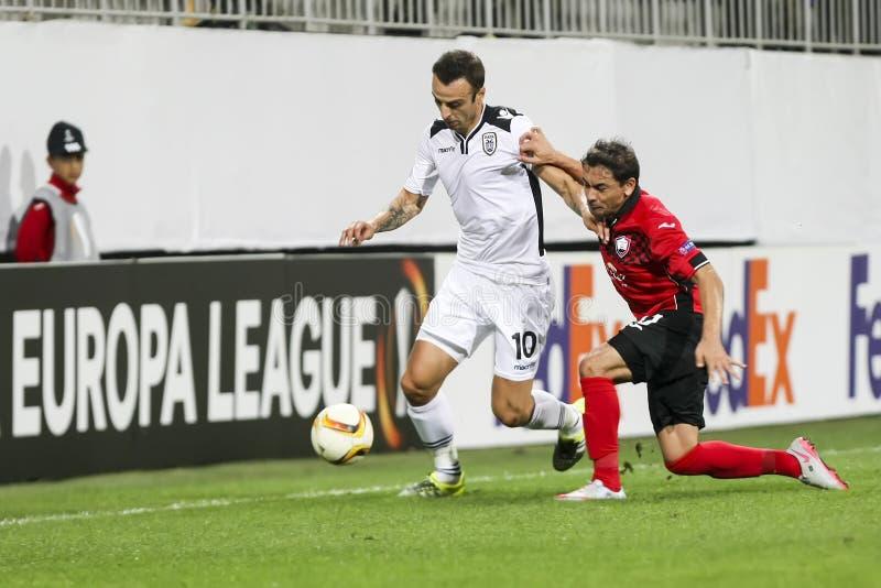 Dimitar Berbatov (v) och Ricardinho (R) under UEFA-europaen L arkivfoton