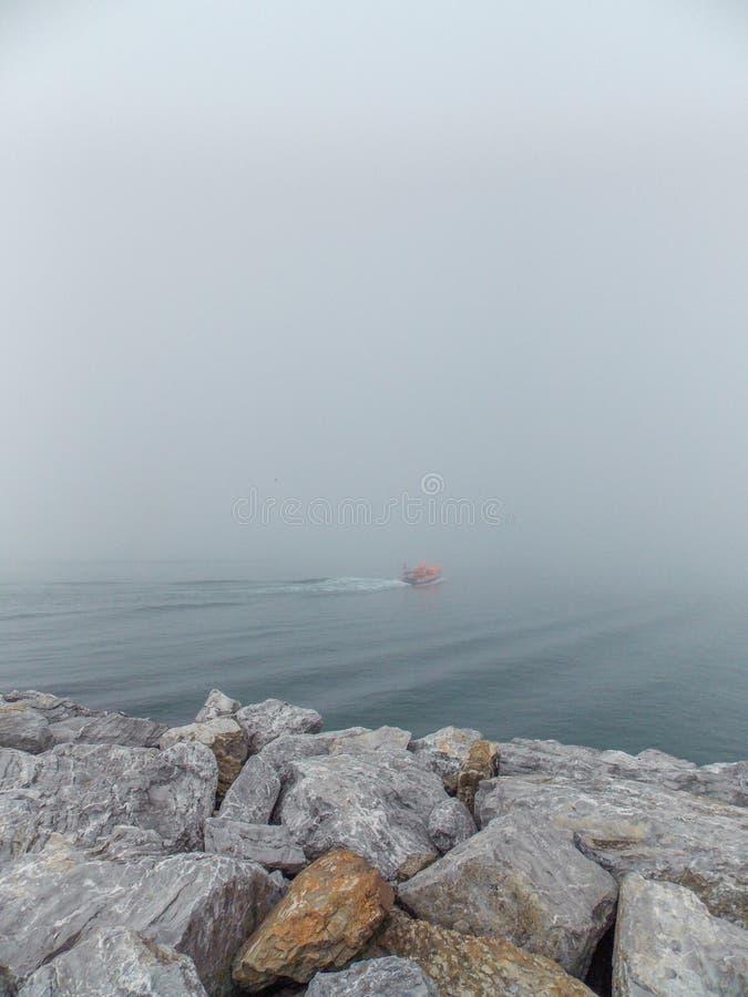 Dimma på havet av Marmara royaltyfria foton