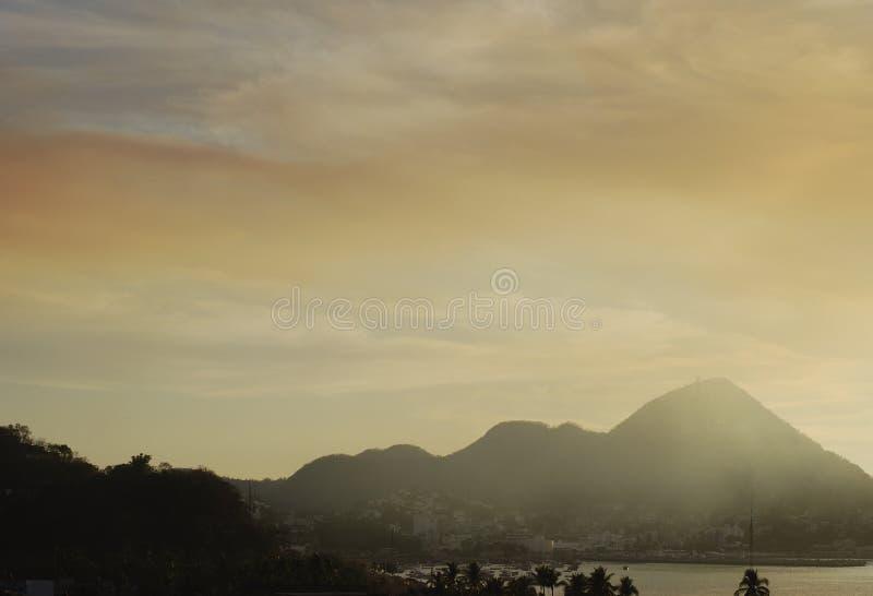dimmig solnedgång royaltyfri bild