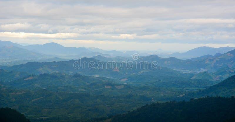 Dimmiga berg i otta royaltyfria bilder