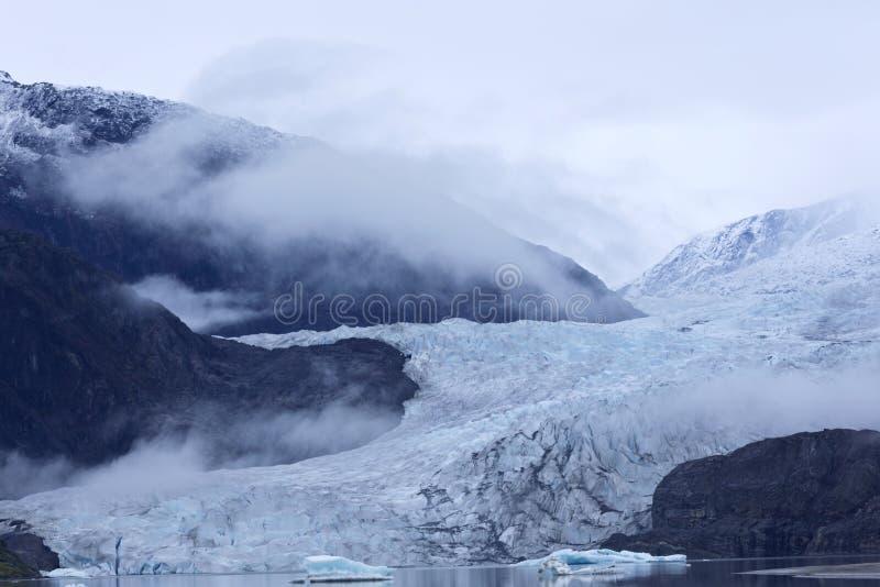 Dimmiga toner av den Mendenhall glaciären royaltyfri foto