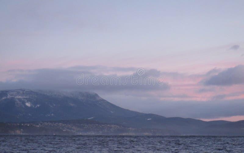 dimmigt berg arkivfoto