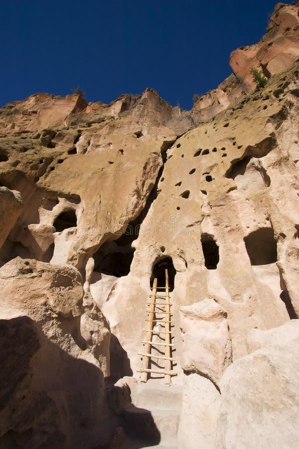 Dimore di scogliera di Bandelier New Mexico fotografia stock