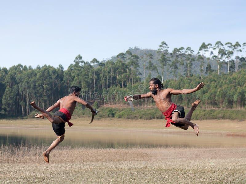 Dimostrazione coniugale di arte di Kalaripayattu nel Kerala, India del sud fotografia stock libera da diritti
