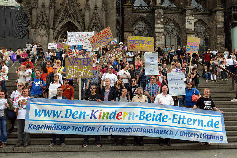 Dimostrazione dei diritti dei padri in Colonia fotografia stock libera da diritti