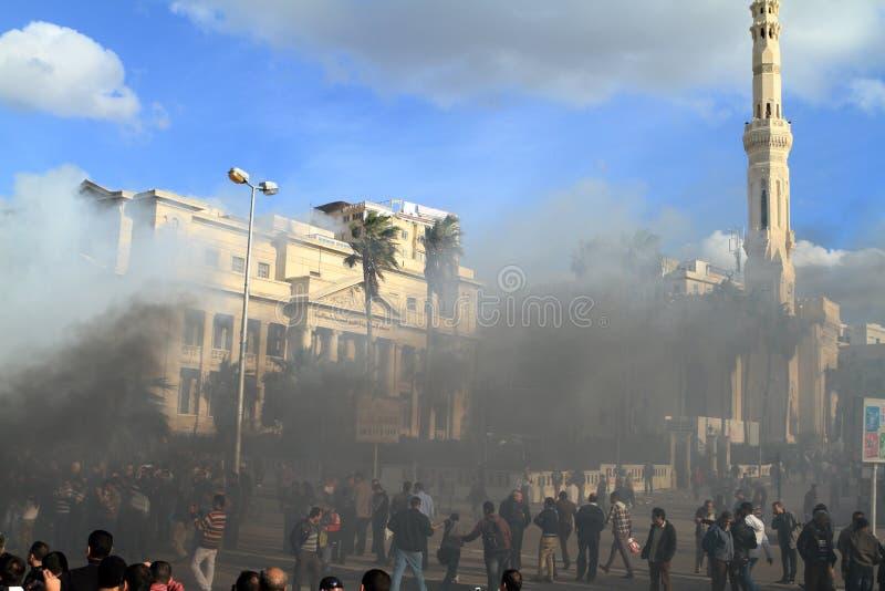 Dimostrazioni ed automobili brucianti in Alessandria d'Egitto immagine stock