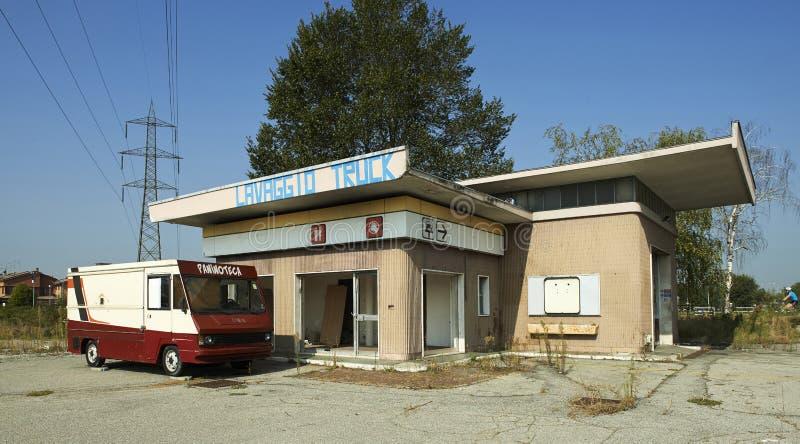 din bilmatningsbensinstation fotografering för bildbyråer