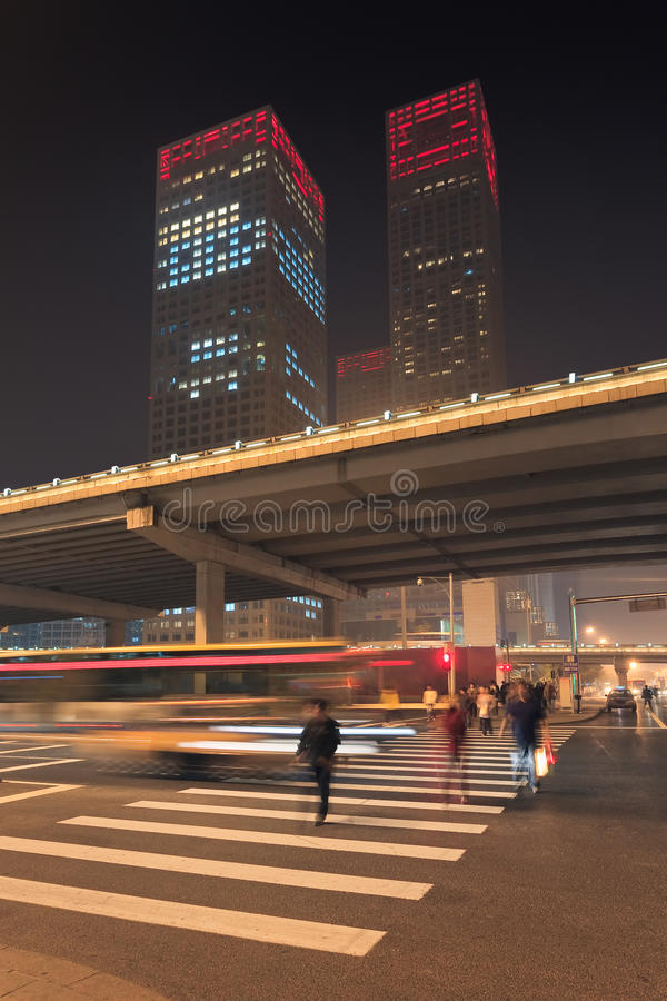 Dinamismo urbano de la noche en Pekín céntrica, China imagen de archivo libre de regalías