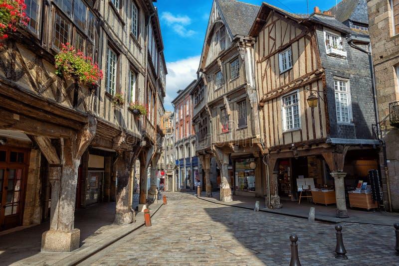 Dinan miasto, średniowieczni domy w Starym miasteczku, Brittany, Francja zdjęcia stock