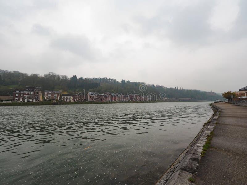 Dinant en liten stad bredvid den mest fridsamma floden i Belgien arkivbild