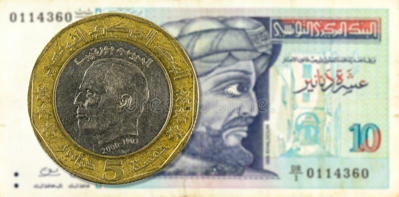 5 dinar mynt mot sedelavers för tunisian dinar 10 royaltyfria foton
