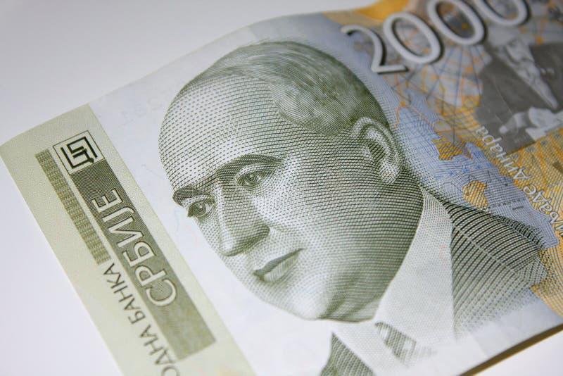Dinar sérvio Bill de uns 2000 dinares imagens de stock