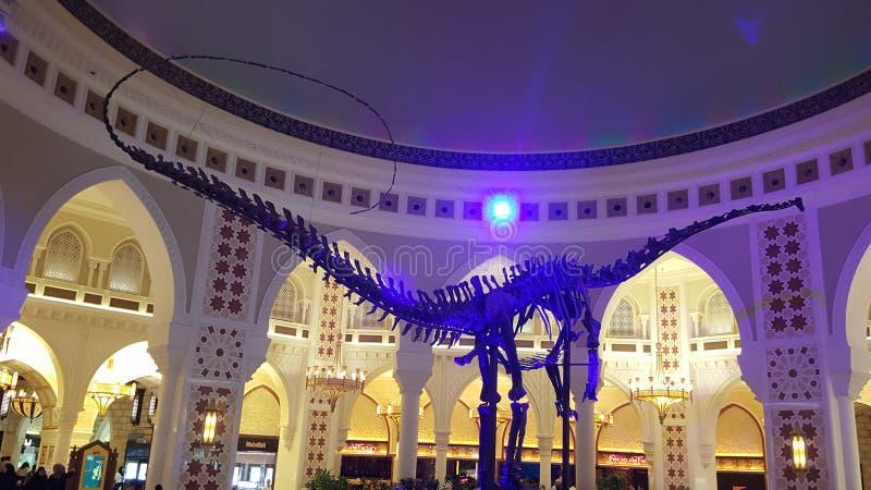 Dinasor nel centro commerciale del Dubai fotografie stock libere da diritti