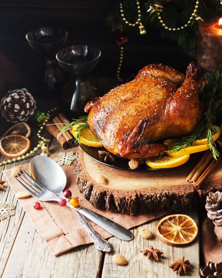 Dinde cuite au four pour l'espace de Noël ou de nouvelle année pour le texte image libre de droits