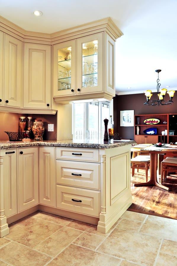diner la pièce moderne de cuisine intérieure images stock