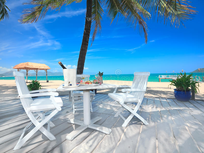 Diner op het strand royalty-vrije stock afbeeldingen