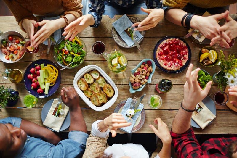 Diner van vrienden royalty-vrije stock afbeelding