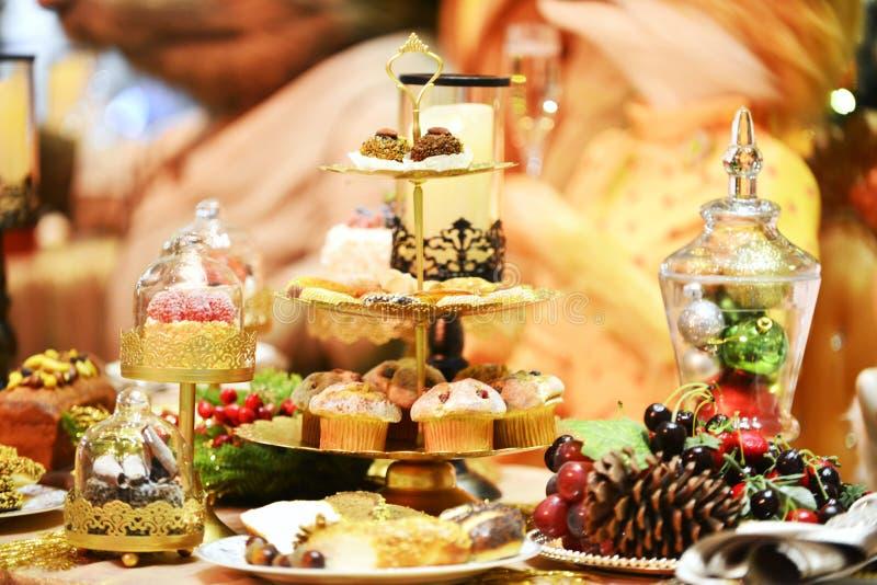 Dinerlijst het plaatsen Kerstmis royalty-vrije stock fotografie