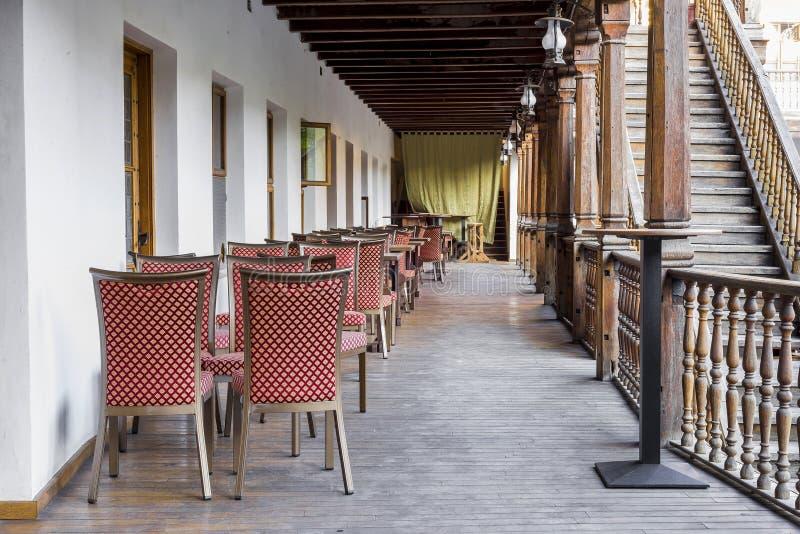 Dinerlijsten bij de Herberg van Manuc, Boekarest stock afbeelding