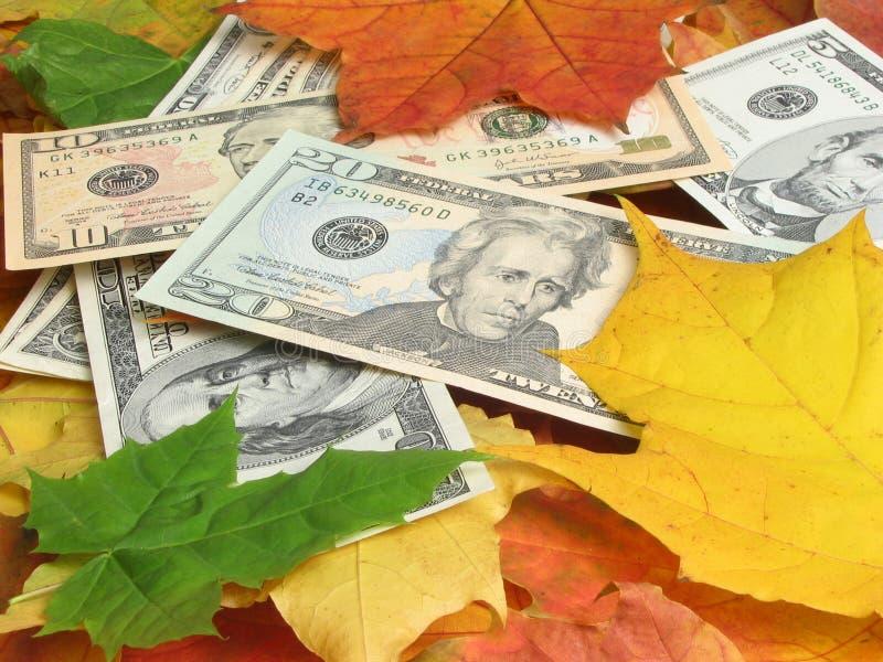 Dinero bajo piernas imagen de archivo libre de regalías