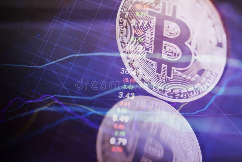 Dinero de Bitcoin en la red Moneda Crypto con las cartas libre illustration