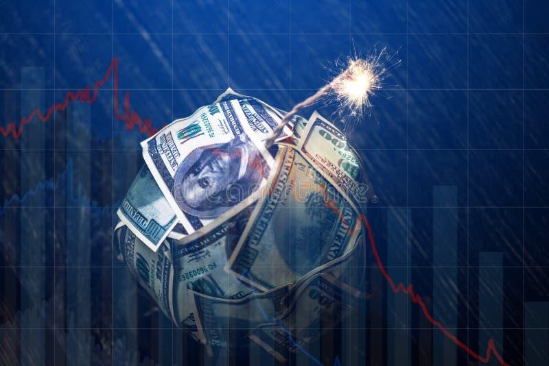 Dinero de la bomba con una mecha ardiente con las cartas del descenso en fondo azul Explosi?n de los mercados de inversi?n Crisis fotos de archivo