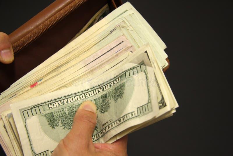 Dinero de la toma hacia fuera imagen de archivo libre de regalías