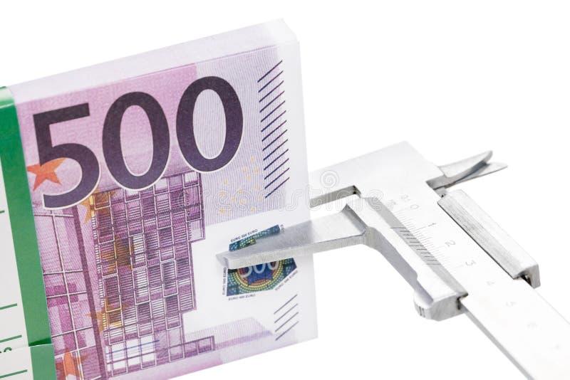 Dinero de las medidas del calibrador foto de archivo