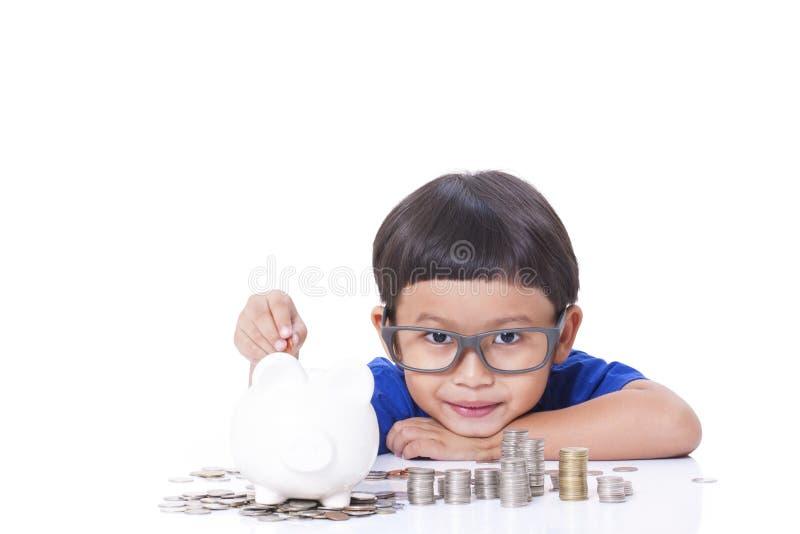 Dinero del ahorro del muchacho fotos de archivo libres de regalías