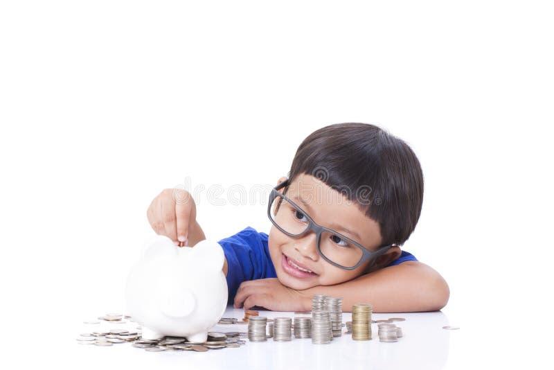 Dinero del ahorro del muchacho imagenes de archivo