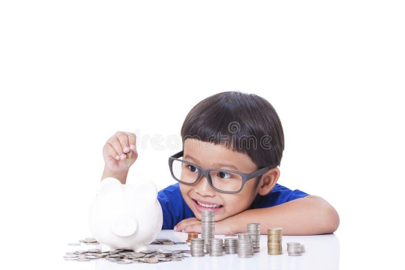 Dinero del ahorro del muchacho fotos de archivo