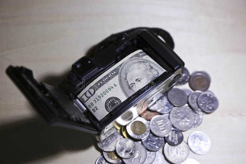 Dinero del ahorro a viajar imagen de archivo libre de regalías