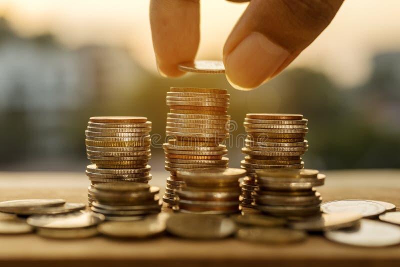 Dinero del ahorro y concepto de las finanzas de la cuenta imagen de archivo libre de regalías