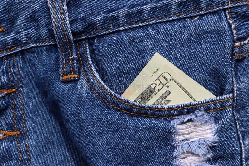 Dinero del billete de banco veinte dólares americanos en el bolsillo de tejanos imágenes de archivo libres de regalías