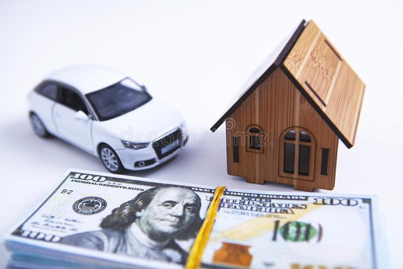 Dinero del coche del edificio de apartamentos fotos de archivo libres de regalías