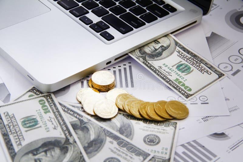 Dinero del concepto de las finanzas, carta, moneda, fotos de archivo