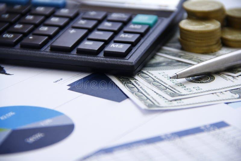 Dinero del concepto de las finanzas, carta, moneda, fotografía de archivo libre de regalías