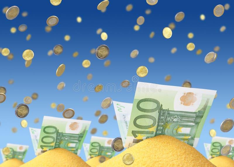 Dinero en arena foto de archivo