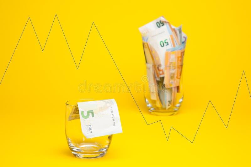 Dinero en billetes y monedas euro imagenes de archivo