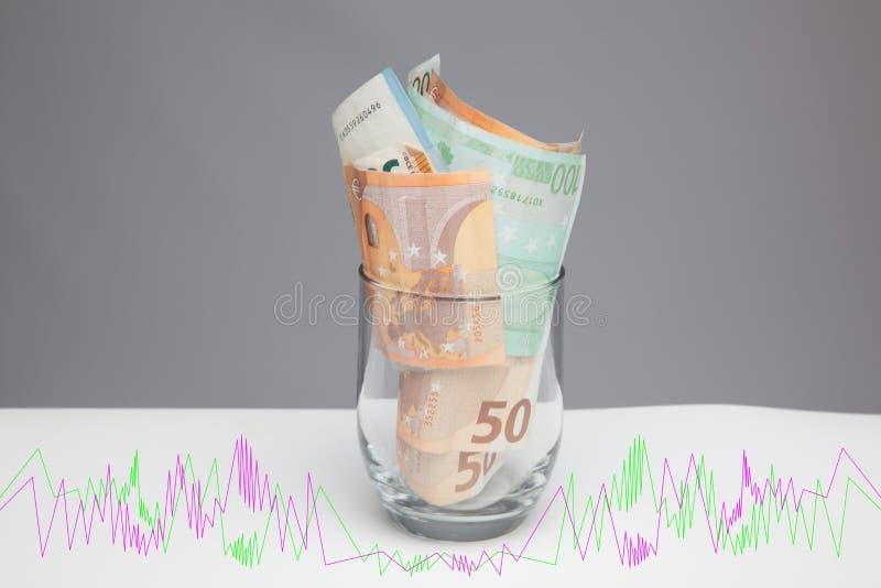 Dinero en billetes y monedas euro fotografía de archivo libre de regalías