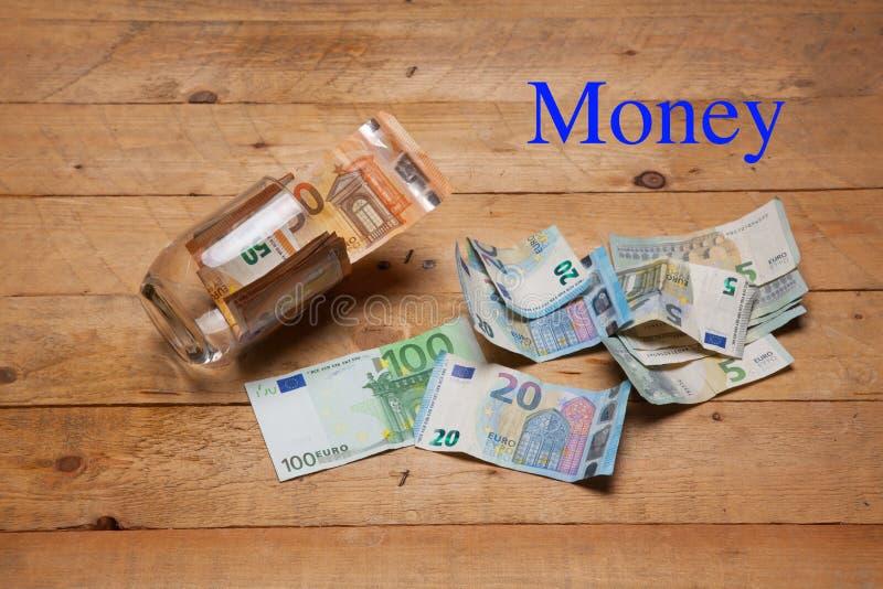 Dinero en billetes y monedas euro foto de archivo libre de regalías