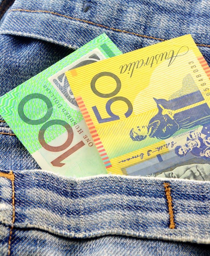 Dinero en bolsillo imagenes de archivo