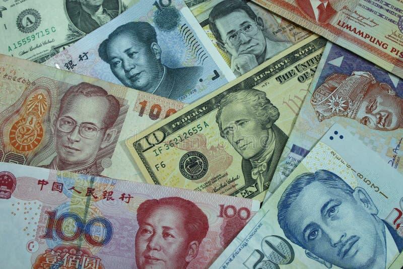 Dinero en circulación de alrededor del mundo imágenes de archivo libres de regalías