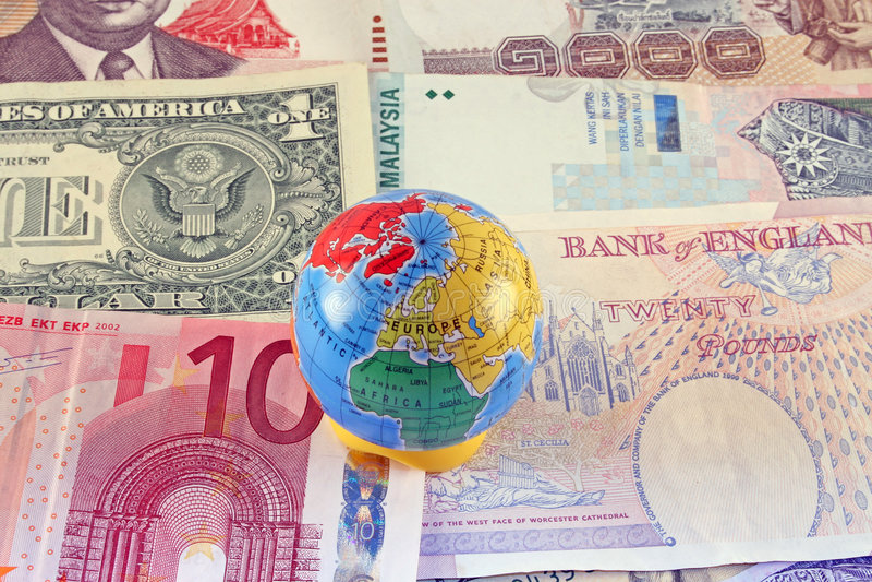 Dinero en circulación global imágenes de archivo libres de regalías